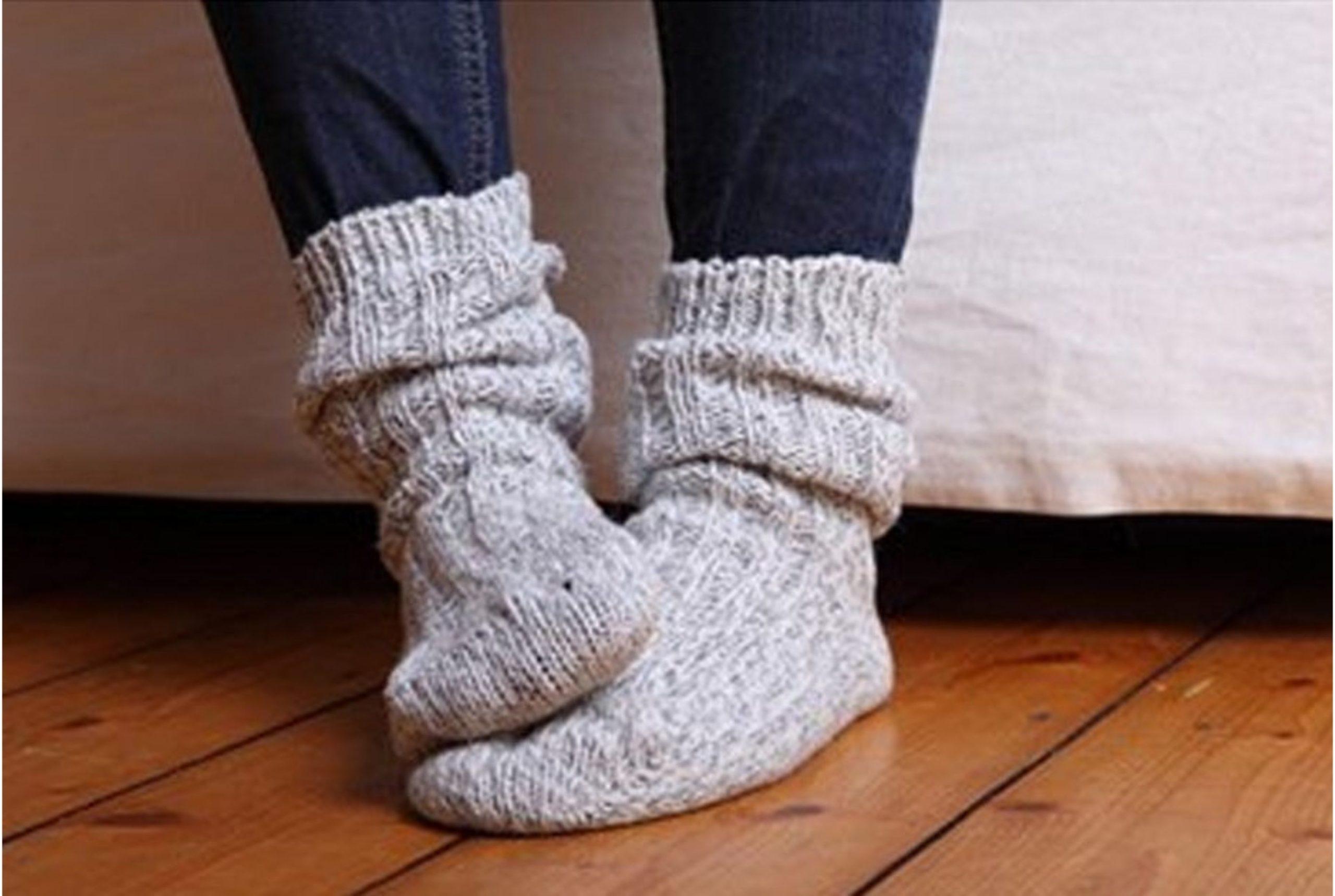 Почему мерзнут ступни ног причина, лечение у взрослых и детей